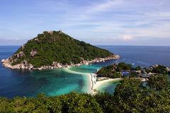Tira de Sandy entre as ilhas tropicais Imagens de Stock Royalty Free