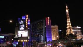 Tira mundialmente famosa de Vegas em Las Vegas, Nevada como visto na noite sobre CERCA de 2014 Esticando 4 2 vídeos de arquivo
