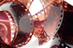 Tira velha do filme do negativo 35mm no fundo branco Fotografia de Stock