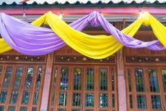 Tira violeta y amarilla de la tela para la decoración Imagen de archivo