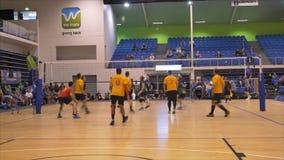 Tirado de jugadores de voleibol sobre 30 años que recolectan en el juego 2017 del amo del mundo en Waitakere almacen de video