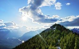 Tirado de la estación de la góndola de la montaña del azufre cerca de Banff Foto de archivo libre de regalías