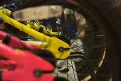 Tirado de la rueda de bicicleta trasera Fotografía de archivo
