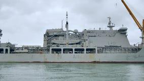 Tirado del buque de guerra de la marina de guerra de Nueva Zelanda metrajes