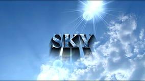 tirado del sol en el cielo azul claro almacen de metraje de vídeo