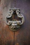 Tirador de puerta en hierro labrado Fotos de archivo