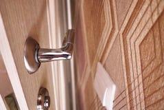 Tirador de puerta en puerta interior Detalles y primer foto de archivo libre de regalías