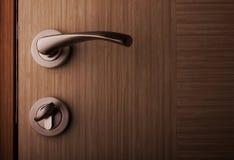 Tirador de puerta metálico del estilo moderno foto de archivo