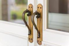 tiradores de puerta de bronce antiguos Imagen de archivo