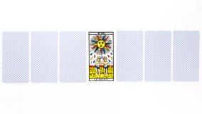 Tiraggio del sole della carta di tarocchi fotografia stock libera da diritti