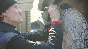 Tiraggio dell'artista le marcature sulla pietra stock footage