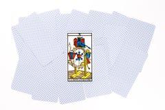 Tiraggio di fortuna della carta di tarocchi fotografie stock libere da diritti
