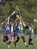 Tiraggio di Lacrosse delle ragazze Fotografie Stock Libere da Diritti