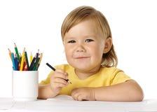 Tiraggio felice del bambino con i pastelli fotografia stock libera da diritti