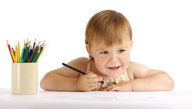 Tiraggio felice del bambino con il pastello blu immagine stock libera da diritti
