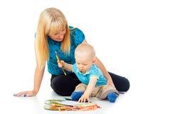 Tiraggio felice del bambino e della madre Immagine Stock