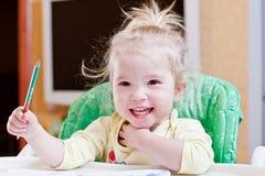 Tiraggio felice della ragazza del bambino immagini stock