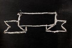 Tiraggio quadrato in bianco del nastro del premio da gesso bianco sul BAC nero del bordo fotografia stock libera da diritti