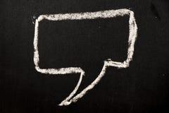 Tiraggio quadrato di discorso della bolla da gesso bianco sul backgrou nero del bordo immagine stock libera da diritti
