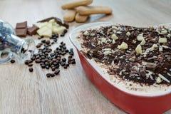 Tiramisu με τα κομμάτια σοκολάτας Στοκ Εικόνες