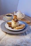 Tiramisu de dessert dans un pot en verre Image stock