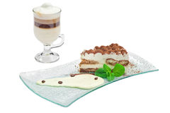 Tiramisu de la torta y taza de café Foto de archivo