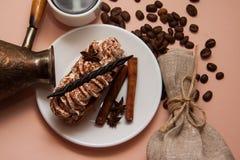 Tiramisu de matin avec du café et la cannelle Photos stock