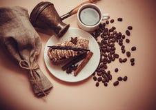 Tiramisu de matin avec du café et la cannelle Image libre de droits