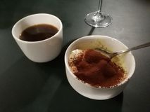 Tiramisu e café imagem de stock royalty free