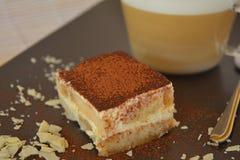 Tiramisu e café italianos da sobremesa Fotografia de Stock