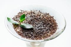 Tiramisu en una taza de cristal foto de archivo libre de regalías