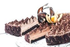 Tiramisu exclusif avec la décoration de cacao et de chocolat sur le dessus, morceau de gâteau crème, pâtisserie, photographie pou Photo stock