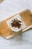Tiramisu italiano delicioso adornado con el chocolate Imagen de archivo libre de regalías