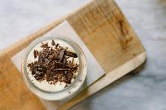 Tiramisu italiano delicioso adornado con el chocolate Fotografía de archivo libre de regalías