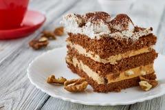 Tiramisu tort z orzechami włoskimi i kawą Obrazy Royalty Free