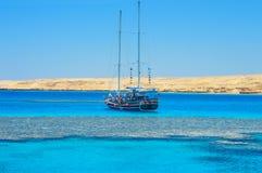 Tiran海岛的风船 免版税库存图片