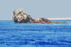 在Tiran海岛-沙姆・谢赫手段的吸引力附近遭受海难  免版税库存照片