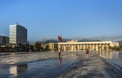 TIRANA, ALBÂNIA - 1º DE AGOSTO DE 2017: Palácio da cultura foto de stock