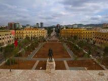 Tirana, Albanien Mai 2018: Panoramablick der eben renocated quadratischen Hauptstadtmitte Skanderbegs stockfoto