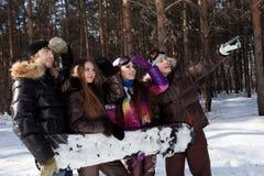 Tiranti con lo snowboard Fotografia Stock