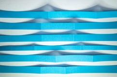 Tiras de papel azules como ondulaciones Fotografía de archivo