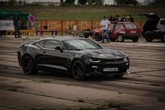 Tiraspol, Μολδαβία - 11 Μαΐου 2019: Chevrolet Camaro SS - συμμετέχει στα αγωνιστικά αυτοκίνητα έλξης, ζέσταμα στοκ φωτογραφία με δικαίωμα ελεύθερης χρήσης