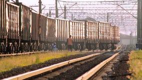 Tirate del treno del carico video d archivio