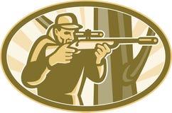 Tiratore del cacciatore che mira il fucile del telescopio retro Fotografia Stock Libera da Diritti