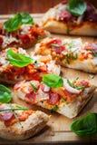 Tire del pan separado de la pizza Fotos de archivo