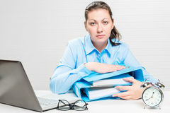 The tired accountant works overtime in the office during Royalty Free Stock Photos