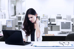 Tired businesswoman in office Royalty Free Stock Images