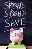 Tirelire avec le message de l'épargne Photographie stock libre de droits