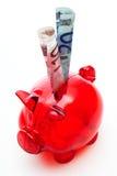 Tirelire rouge avec d'euro billets de banque Image stock