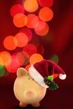 Tirelire Santa de Noël avec le bokeh de fête Photographie stock libre de droits